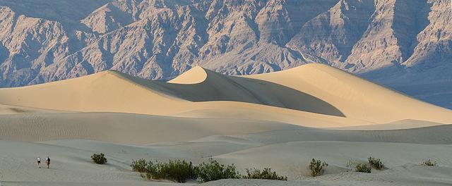 640px-Death_Valley_Mesquite_Flats_Sand_Dunes_2013
