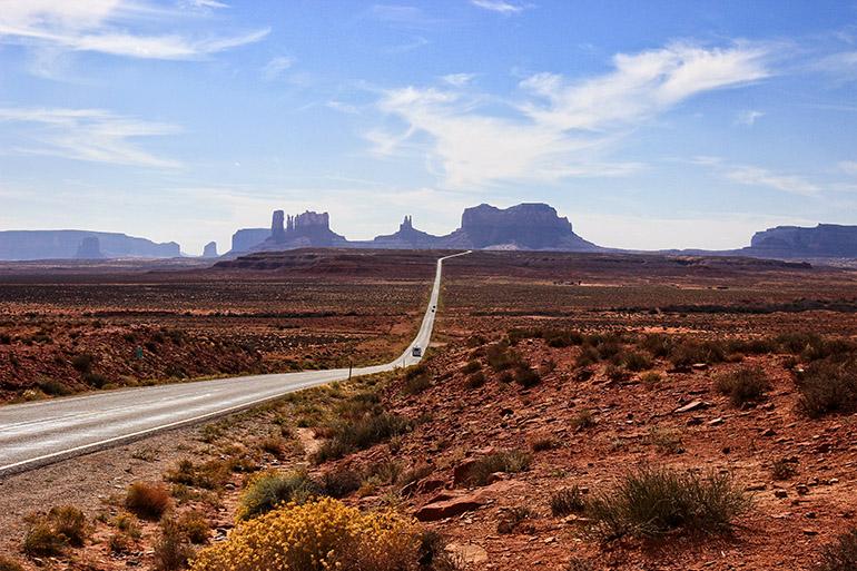 La milla 13 de la US 163 cerca de Monument Valley , este punto se hizo famoso por la escena de la película de Forrest Gump donde se detuvo de correr.