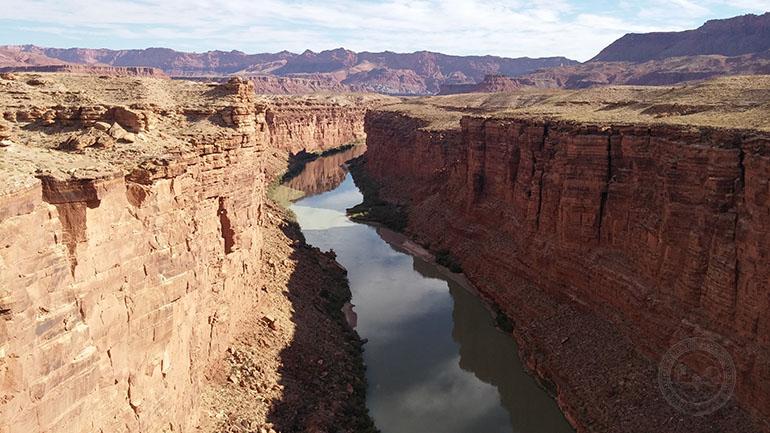 Río Colorado una mañana en el desierto del oeste americano.